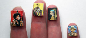 Miniatuur kunstschilderes Diane Meyboom maakt vingernagel miniaturen van olieverf op houten paneel