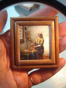 Miniatuurschilderij van het melkmeisje van Vermeer door Diane Meyboom
