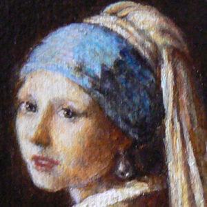 Detail van het miniatuurschilderij van 'Het meisje met de Parel' van Vermeer door Diane Meyboom