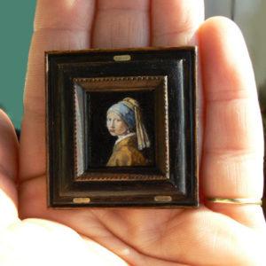 Miniatuur schilderij van het meisje met de parel van Vermeer.