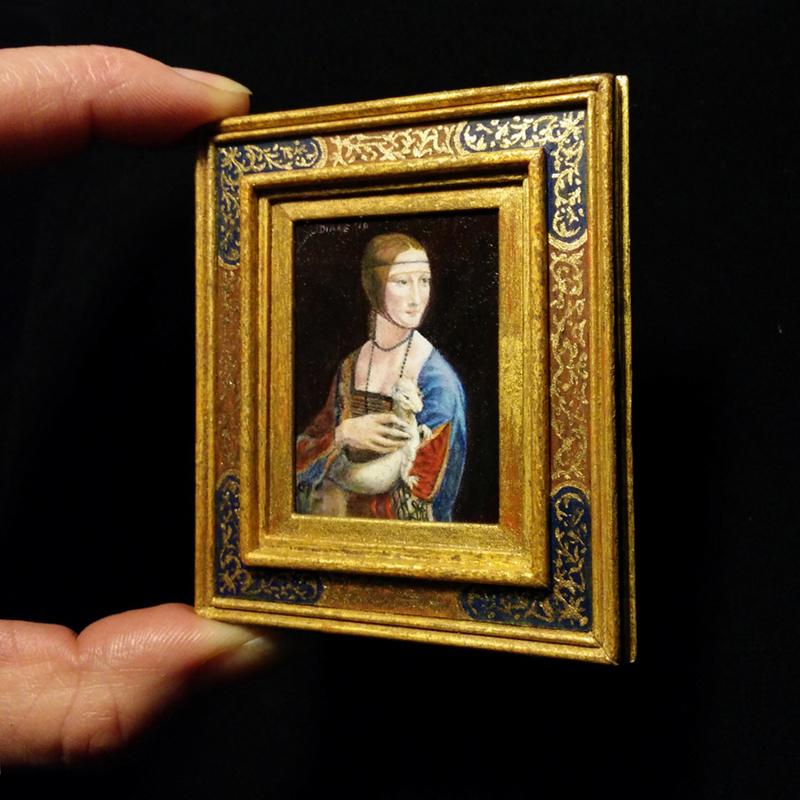 Miniatuur schilderij van 'Vrouw met hermelijn' door Diane Meyboom. Origineel: Leonardo da Vinci