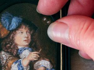 Detail van een miniatuurschilderij van Caspar Netscher. door miniatuurkunstenares Diane Meyboom