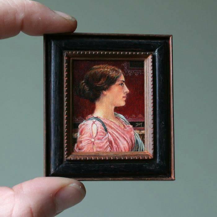 Een klassieke schoonheid, Miniatuur schilderij door Diane Meyboom. Origineel: John William Godward, olieverf op canvas.